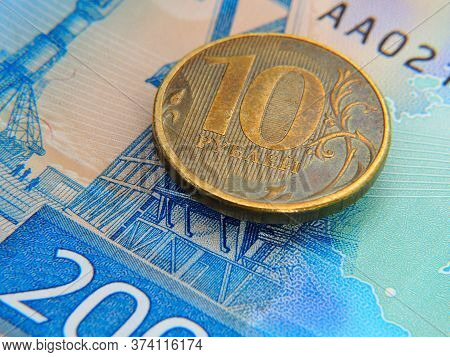 The Russian Coin Of Ten Rubles Is On The Russian Banknote Of Two Thousand Rubles. On The Banknote De