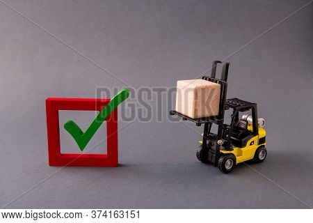 Photo Of Professional Loader Delivering Bringing Wooden Cube Supply Sales Import Export Checkbox Yes