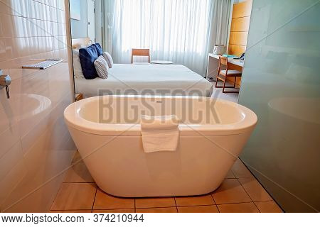 Townsville, Queensland, Australia - June 2020: Bathtub Beside Bedroom Separated By A Wall Of Glass I