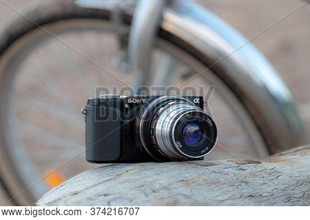 Using Cheap 5$ Old Soviet Manual Focusing Lens Industar-61 (leica M39 Mount) On Modern Mirrorless Di