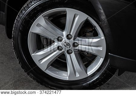 Novosibirsk/ Russia - June  10 2020: Toyota Highlander ,  Car Wheel With Alloy Wheel And New Rubber