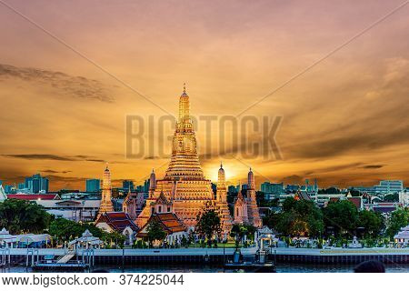 Wat Arun Temple At Sunset In Bangkok Thailand. Wat Arun Is A Buddhist Temple In Bangkok Yai District