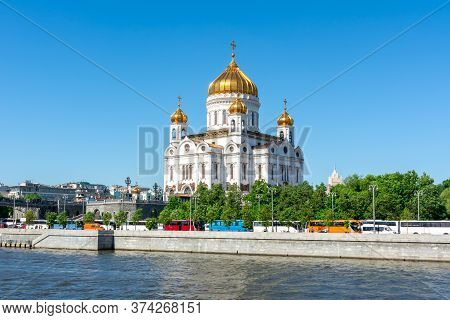 Cathedral Of Christ The Savior (khram Khrista Spasitelya) And Moskva River, Moscow, Russia
