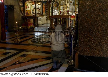 Jerusalem, Israel, June 13, 2020 : The Believer Woman Kneels And Prays In The Church Of The Holy Sep