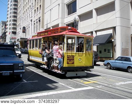 San Francisco, California, Usa - June 23, 2009: Powell And Market Streets Antique Cable Car Moves Do