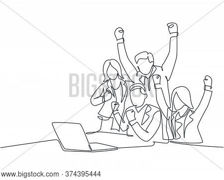 One Continuous Line Drawing Of Young Happy Male Start Up Ceo And His Subordinates Celebrating Their