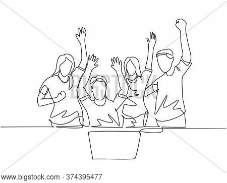 One Continuous Line Drawing Of Young Happy Female Start Up Ceo And His Subordinates Celebrating Thei