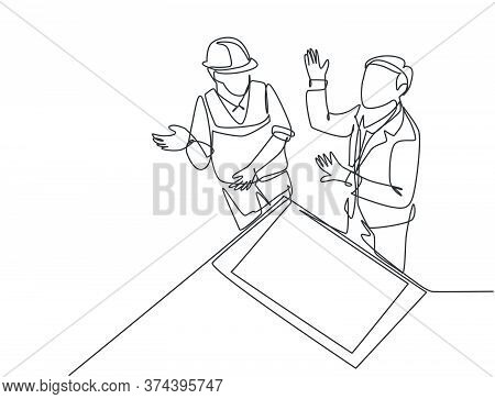 Single Continuous Line Drawing Of Young Architect And Foreman Discussing About Blueprint Building De