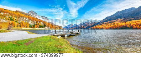 Wooden Pier And Fantastic View On Sils Lake (silsersee). Colorful Autumn Scene Of Swiss Alps. Locati