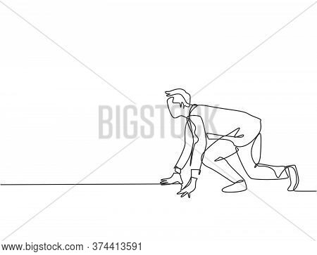Single Continuous Single Line Drawing Of Young Happy Businessman Get Ready To Do Sprint Run On Runni