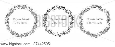 Collection Floral Frame With Copy Space. A Set Of Cute Retro Flowers Arranged In The Shape Of A Wrea