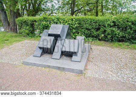 Wyszkow, Poland - June 2, 2020: Monument To Mordechaj Anielewicz. Mordechaj Anielewicz Was The Leade