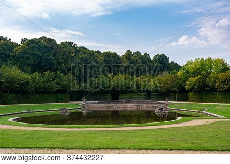 Versailles, France - August 27, 2019 : Fountain In The Grand Trianon Gardens Named Le Plat Fond. It