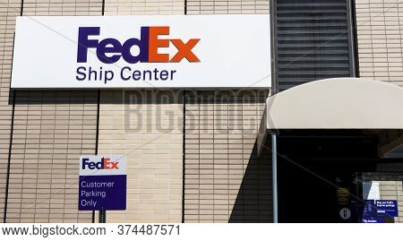 Melville, New York, Usa - 13 May 2020: Building Exterior Of Fedex Shiping Center And Sign For Custom