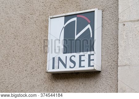 Bordeaux , Aquitaine / France - 06 20 2020 : Insee Logo Sign Of French National Institute Of Statist