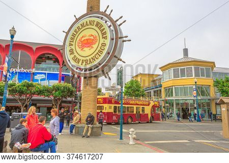 San Francisco, California, United States - August 14, 2016: San Francisco Bus Tour At Fishermans Wha