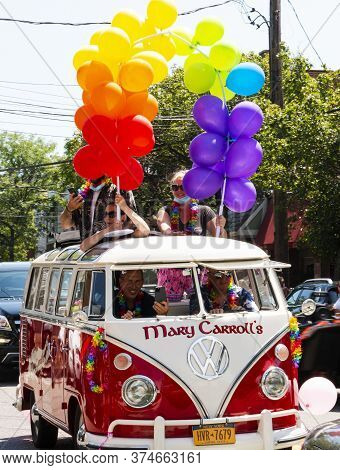 Babylon, New York, Usa - 28 June 2020: Marry Carrolls Vw Mini Bus With People Holding Balloons On To