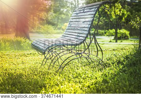 Soft Focus Sunlight On Green Park Wooden Bench, Outdoor Benches, Park Bench, Solid Wood Benches