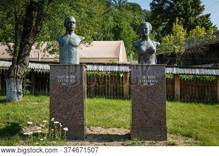 Vladimir, Gorj, Romania - July 01, 2020:  Statues Of Arethia And Gheorghe Tatarescu  On July 01, 202