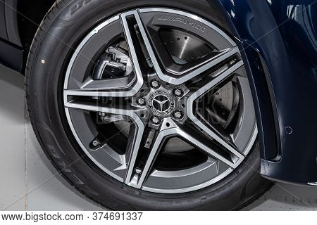 Novosibirsk/ Russia - April 21 2020:  Mercedes Benz Gle-class, Close-up Of The Alloy Wheel. Photogra