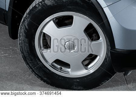 Novosibirsk/ Russia - April 22 2020: Honda Cr-v,  Close-up Of The Alloy Wheel. Photography Of A Mode