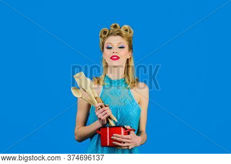 Pinup Girl With Fashion Hair, Trendy Makeup With Cooking Utensils. Cooking Woman In Kitchen With Sau