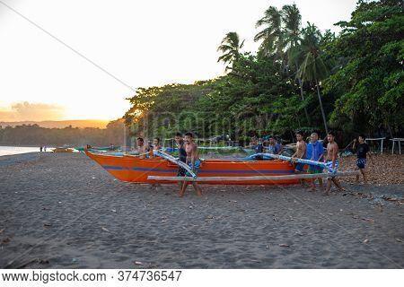 Dumaguete, The Philippines - 23 Mar 2020: Local Fishermen Preparing For Night Fishing. Onshore Fishi