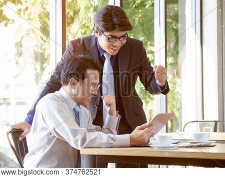 Business Achievement Concepts, Boss And Employee Celebrate In The Office. Achievers  Reaction After