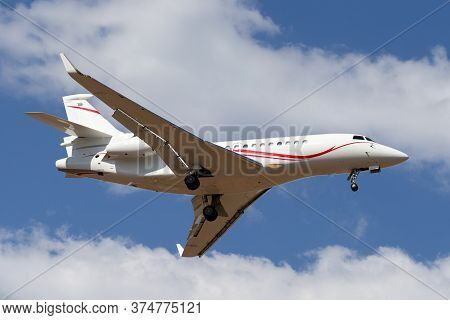 Avalon, Australia - February 21, 2015: Dassault Falcon 7x Business Jet N163fj On Approach To Land At