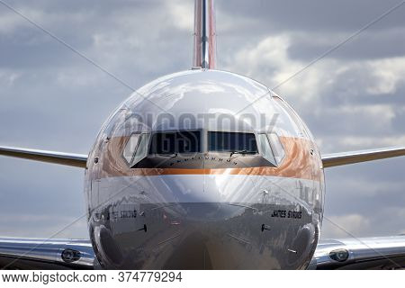 Avalon, Australia - March 1, 2015: Qantas Boeing 737 Vh-xzp Known As Retro Roo Which Wears A Special
