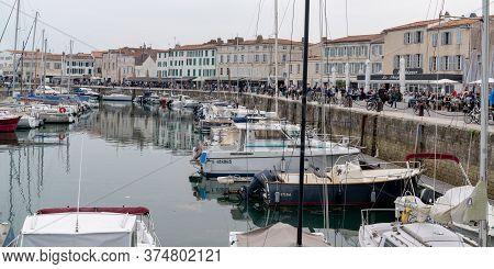 Saint Martin De  Re, Charente Maritime / France - 05 01 2019 : Boats And Sailboats In Island Ile De