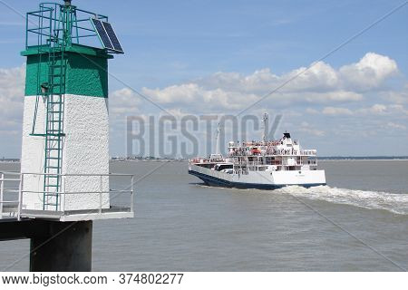 Le Verdon-sur-mer , Aquitaine / France - 11 07 2019 : Ferry Boat To Crossing The Estuary Of Gironde