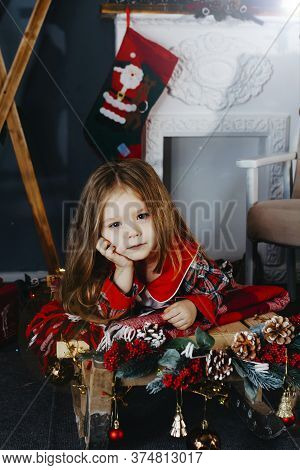 Photos Of Children By The Fireplace. New Year\'s Photo Of A Four-year-old Girl By The Fireplace.