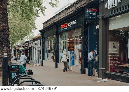 London, Uk - June 20, 2020: People Outside Tesco Supermarket And Cafes In Holland Park, An Affluent