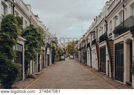 London, Uk - June 20, 2020: Rows Of Townhouses On Holland Park Mews. Houses In Mews Are One Of The M