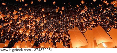 Sky Lanterns In Chiang Mai ,thailand . The Most Beautiful Thai Traditional Yi Peng (loi Krathong) Fe