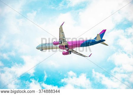 Wizz Air G-wukl Airbus A321-231 Lift-off From Bratislava Airport