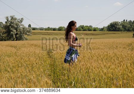 Model Wear Summer Swimsuit Posing With Spikelet. Young Ranch Girl In Field. Beautiful Model Walking
