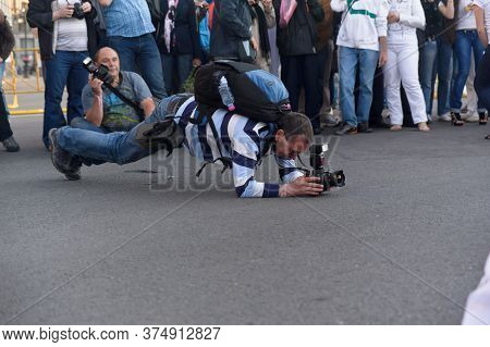 Russia, Ivangorod 03,08,2013 A Group Of Photographers And Tourists Shoot At An Event In The City Cen