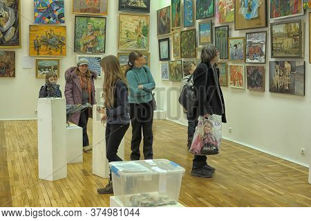 Russia, Saint-petersburg, 13,03,2013 Works Of Artists Of Animalists In The Exhibition Hall Of The Un