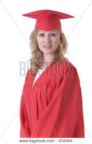 Pós-graduação em boné vermelho e vestido