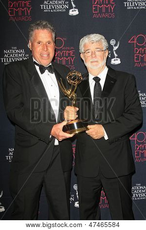 BEVERLY HILLS - JUN 16: Malachy Wienges, George Lucas with the award for 'Star Wars: The Clone Wars' at the 40th Annual Daytime Emmy Awards on June 16, 2013 in Beverly Hills, California