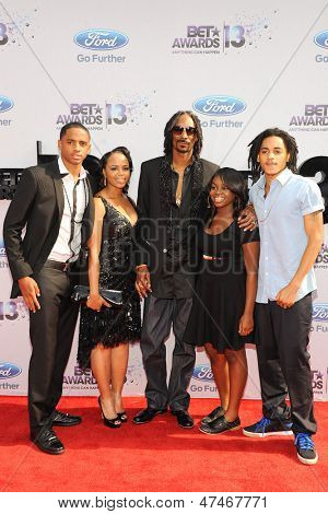 LOS ANGELES - JUN 30: Snoop Dogg, wife, children at the 2013 BET Awards at Nokia Theater L.A. Live on June 30, 2013 in Los Angeles, California
