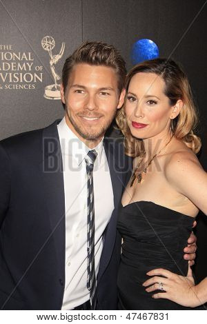 BEVERLY HILLS - JUN 16: Scott Clifton, Nicole Clifton at the 40th Annual Daytime Emmy Awards at The Beverly Hilton Hotel on June 16, 2013 in Beverly Hills, California