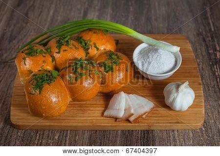 Few Buns With Onion, Garlic, Salt And Lard