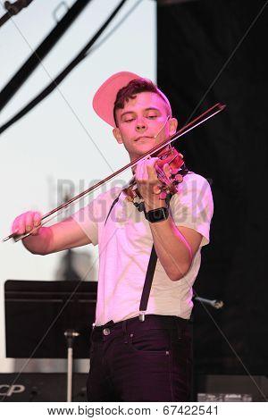 Violinist Edmund Bagnell performs
