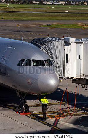 Jetstar Airbus and ground crew
