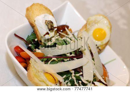 Fresh salad with toast and quail eggs