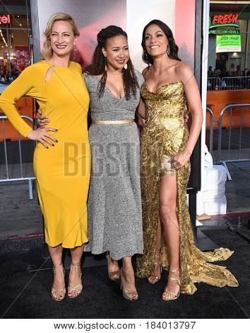 LOS ANGELES - APR 18:  Zoe Bell, Tracie Thoms and Rosario Dawson arrives for the