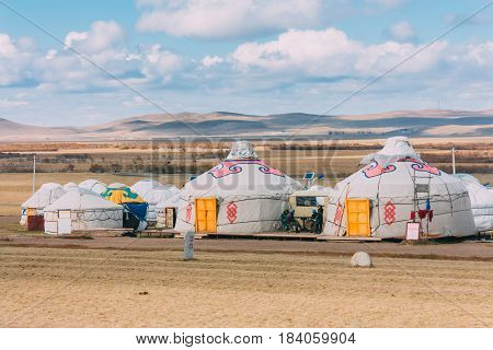 20140924_inner Mogolia,china ,group Of Yurts In Mongolia Grassland With Blue Sky,horizontal